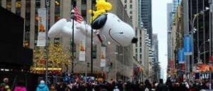 Парад Мэйсис в День благодарения в Нью Йорке
