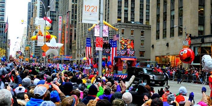 Парад Мэйсис в День благодарения в Нью-Йорке Desfile