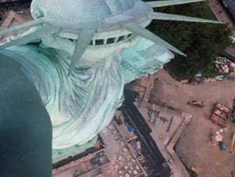 Статуя Свободы в городе Нью Йорк