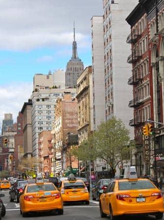 Такси на дороге в Нью-Йорке