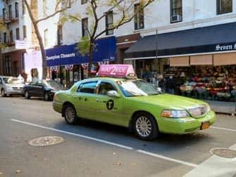 Ярко зеленое такси