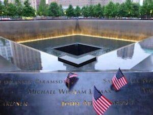 Мемориал 911 в Нью-Йорке
