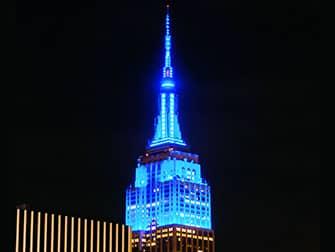 Эмпайр-Стейт-билдинг в Нью-Йорке ночью