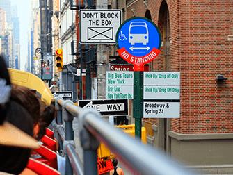 Автобусные туры Hop on Hop off в Нью-Йорке - Автобусная остановка