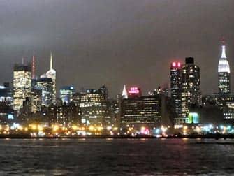 Прогулочный круиз с ужином на корабле Bateaux в Нью-Йорке