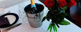 Прогулочный круиз с ужином на День святого Валентина в Нью-Йорке