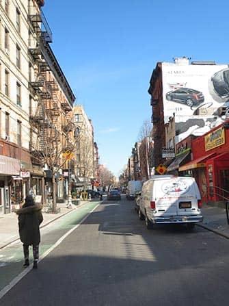 Нижний Ист-сайд в Нью-Йорке машина