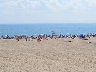 Пляж Кони-Айленд в Нью-Йорке