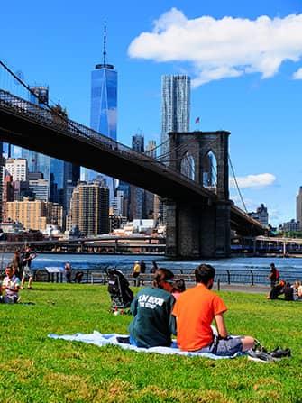 Парк Бруклин Бридж в Нью-Йорке