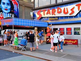 Разнообразие ресторанов Нью-Йорка - Ellen's Stardust Diner