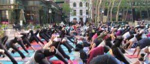Бесплатные занятия йогой в Брайант парке в Нью Йорке