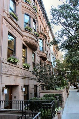 Верхний Вест-Сайд в Нью-Йорке Brownstaons