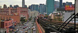 Куинс в Нью Йорке вид на Манхэттен