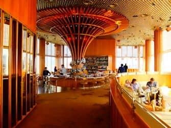 Лучшие бары на крышах в Нью-Йорке - The Top of the Standard