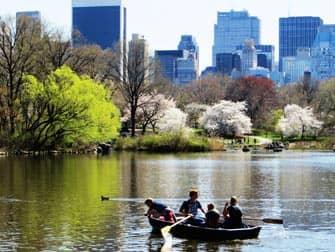 Парки в Нью-Йорке лодки в центральном парке