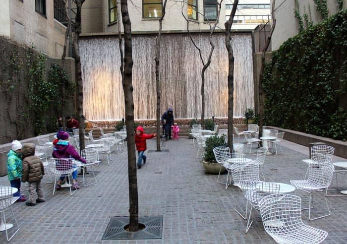 Парки в Нью-Йорке Paley-Park