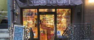 Чай с домашними пирожными в  Alice Tea Cup
