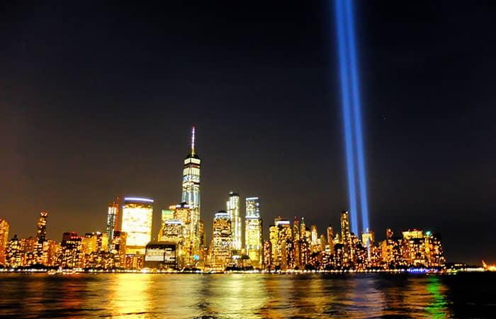 911 в Нью-Йорке огни - Tribute in Light