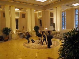 Отель Waldorf-Astoria