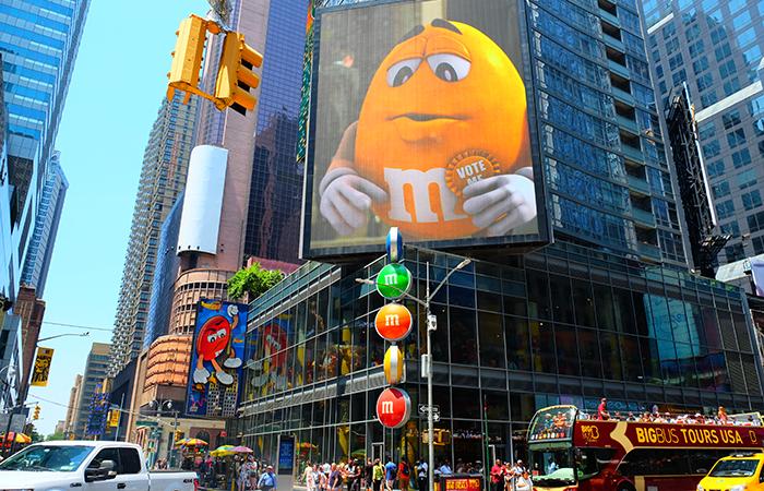 Магазин M&M's на Таймс-сквер - снаруже