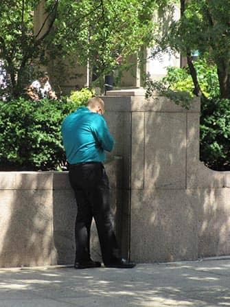 Курение в Нью-Йорке на улице