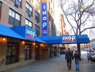 Традиционные блюда американской кухни в Нью-Йорке IHOP