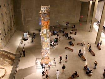 Музей 911 в Нью-Йорке люди