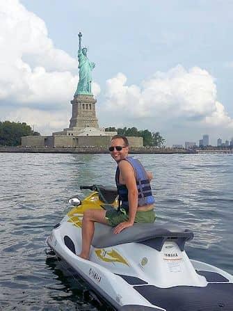 Купальный сезон в Нью-Йорке -jetski