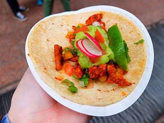 Уличная еда в Нью-Йорке-tacos