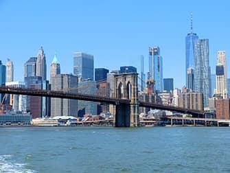 NYC Ferry в Нью-Йорке - Бруклинский мост